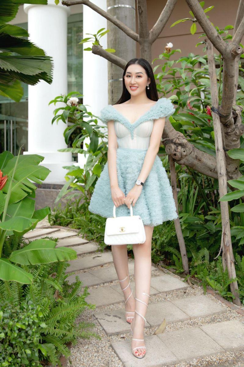 Hoa hậu Huỳnh Thúy Anh trà chiều cùng các bạn hoa, á hậu