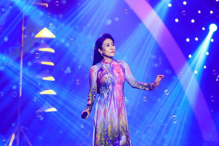 Image result for NSƯT Vân Khánh bất ngờ hát Anh ở đầu sông em cuối sông bằng giọng Nam
